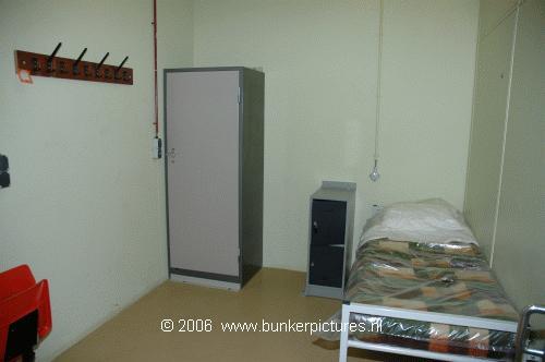 Bunkerpictures.nl: Slaapkamer van de minister-president in het bunkercomplex onder BZK